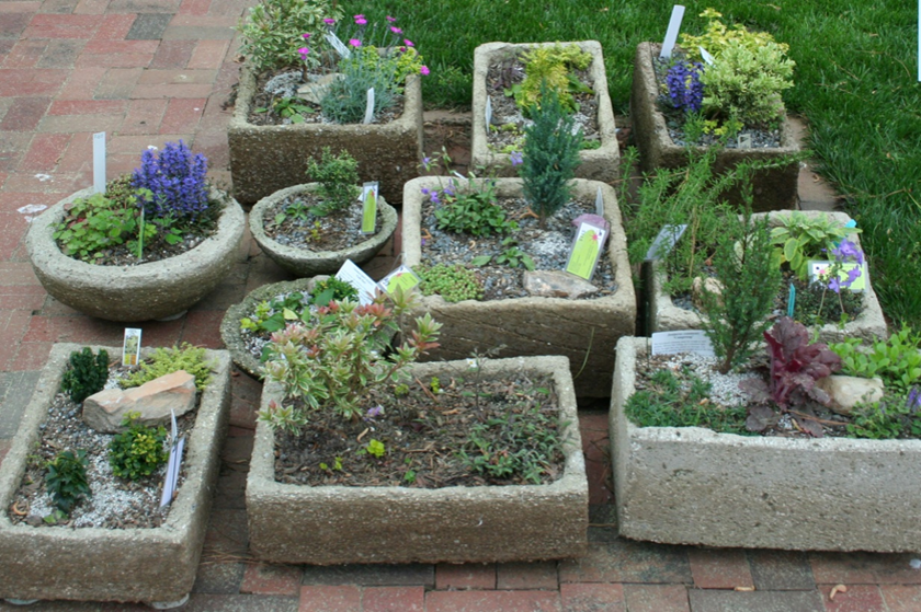 HandicraftSample - concrete planters